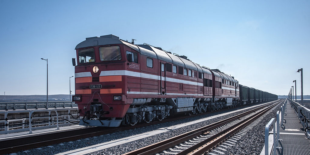 The movement of freight trains on the Crimean bridge will begin on June 1, 2020